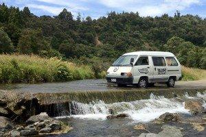 Flussdurchquerungen werden in Neuseeland nicht immer mit Brücken gelöst - hier kommt aber jedes Auto durch