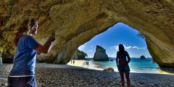 Die Cathedrale Cove ist eine beeindruckende Felsformation auf der Coromandel-Halbinsel