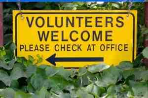 Freiwillige und Arbeitssuchende werden auch an der Straße angesprochen